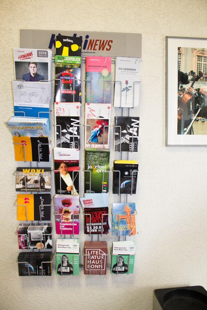 kulticus promotion bonn effektive werbung im kultinews wandhalter. Black Bedroom Furniture Sets. Home Design Ideas